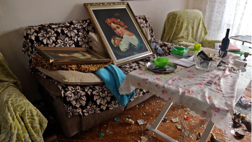 Una foto tomada el 17 de mayo de 2021 muestra un apartamento dañado en un barrio residencial del sur de la ciudad israelí de Ashdod.