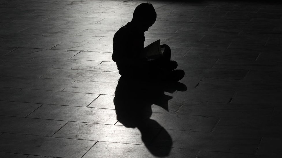 Kuran okuyan çocuk