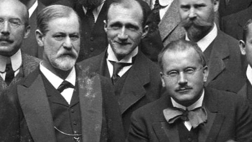 Freud (izq.) y Jung (der.) en un Congreso Internacional de Psicoanálisis en Alemania en 1911.
