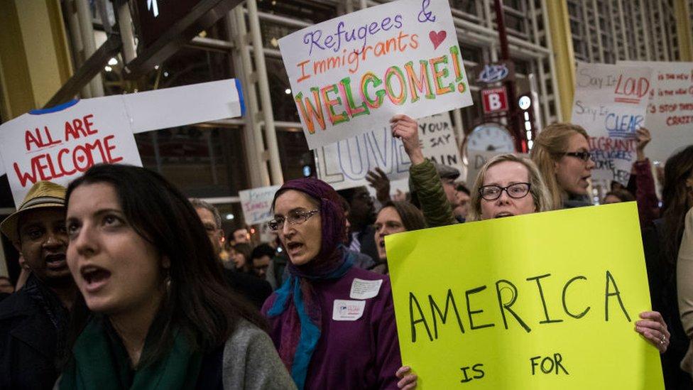 Protesta en contra del veto migratorio de Trump.