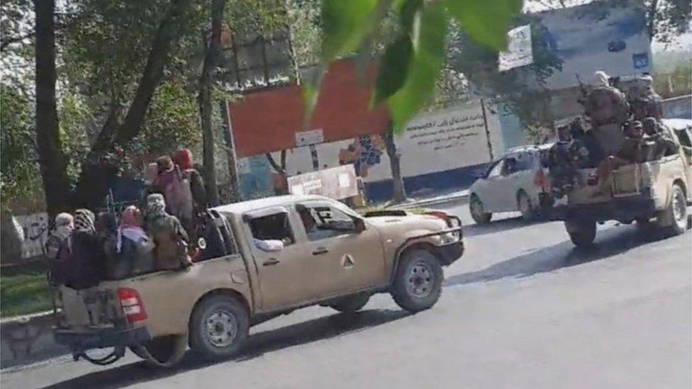 Milicianos del Talibán en una calle de Kabul