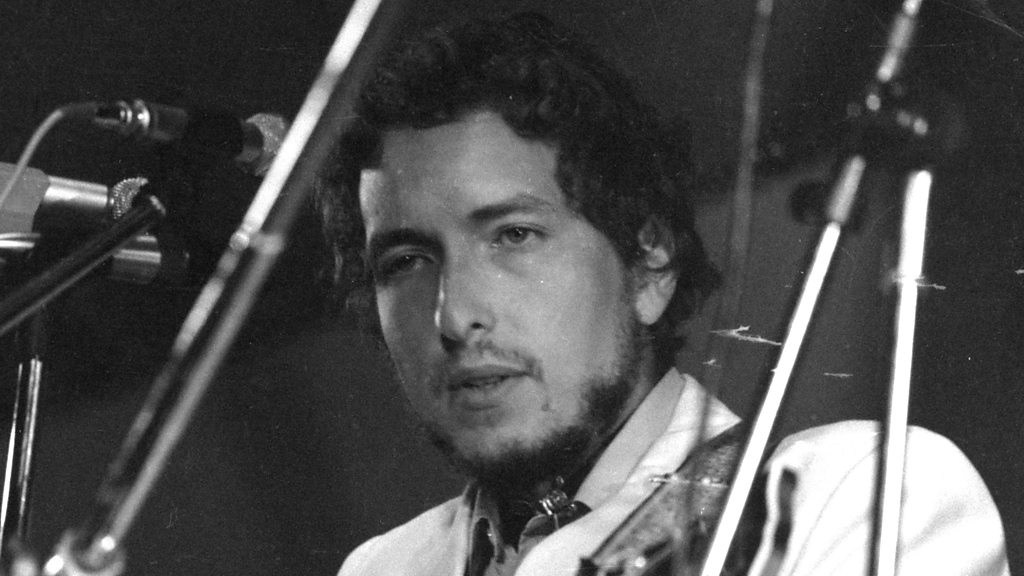 BBC News - When Bob Dylan played the Isle of Wight Festival in 1969