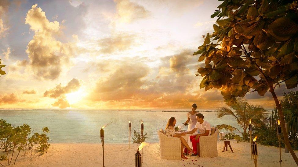 Raskošni vrhunski luksuz na rajskom ostrvu za minimum 3.200 funti po noći za dvosobni bungalov?