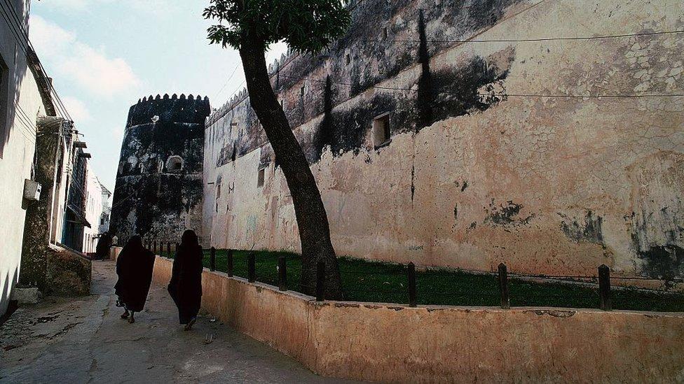 Zidovi utvrđenja građeni su 1813-1821. godine