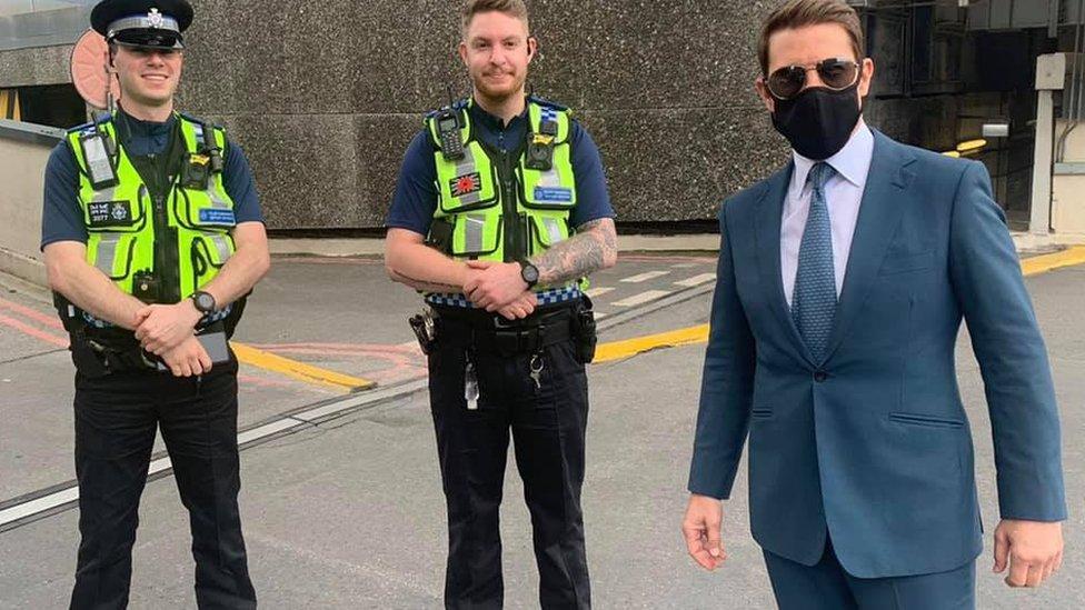 Tom Kruz sa policajcima