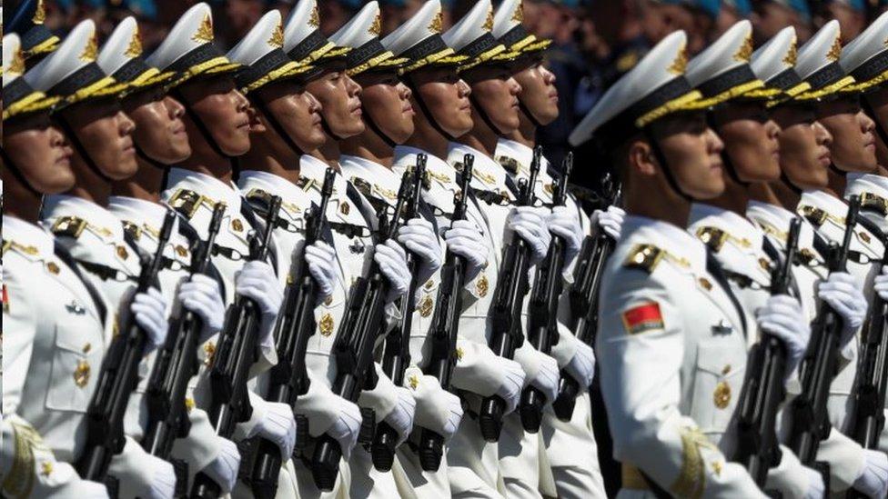 中國軍人參加閲兵式