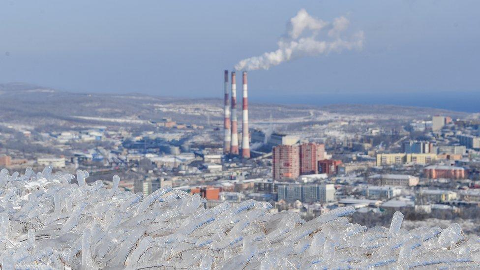 Владивосток без тепла и света. Что делают власти и как жители выручают друг друга