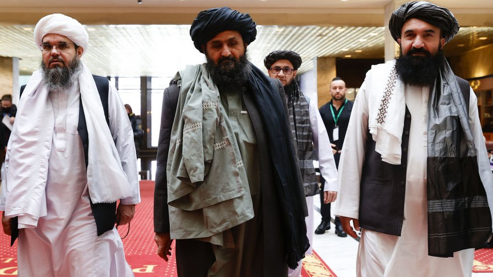 عبدالغني برادار (وسط الصورة)