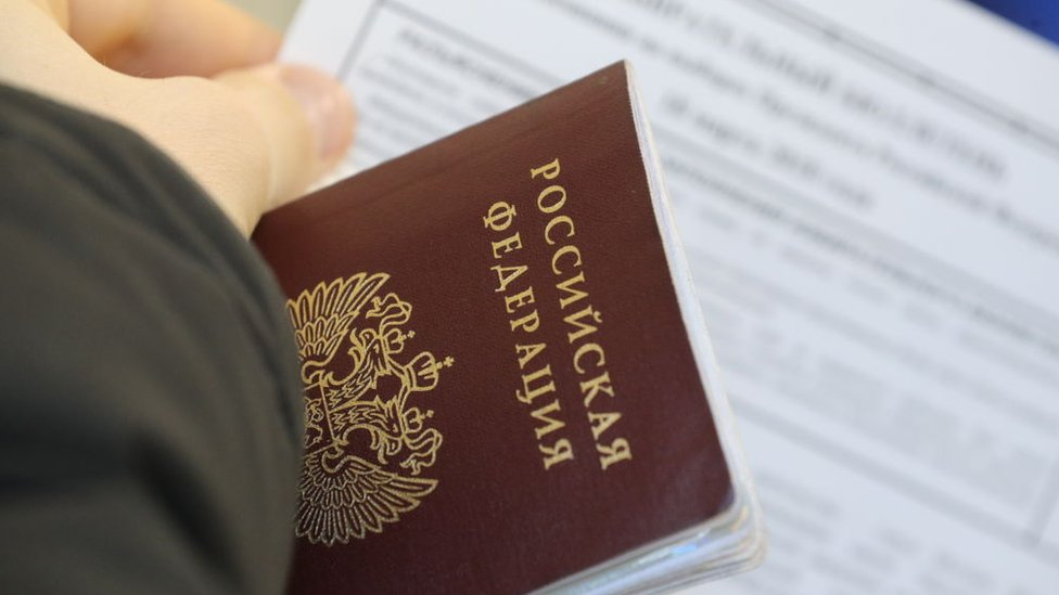 У Росії відкрився перший центр видачі паспортів РФ для жителів