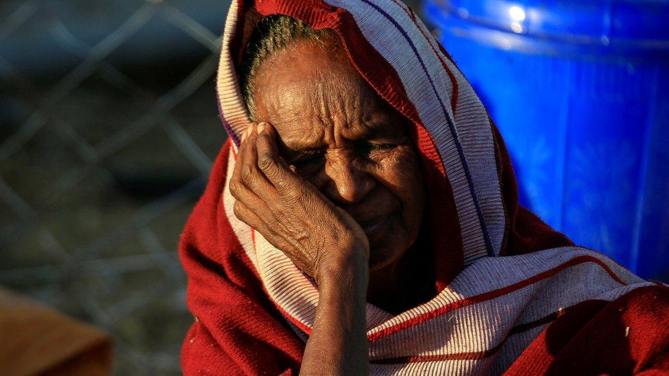 آلاف اللاجئين يفرون من العنف في إثيوبيا إلى السودان.