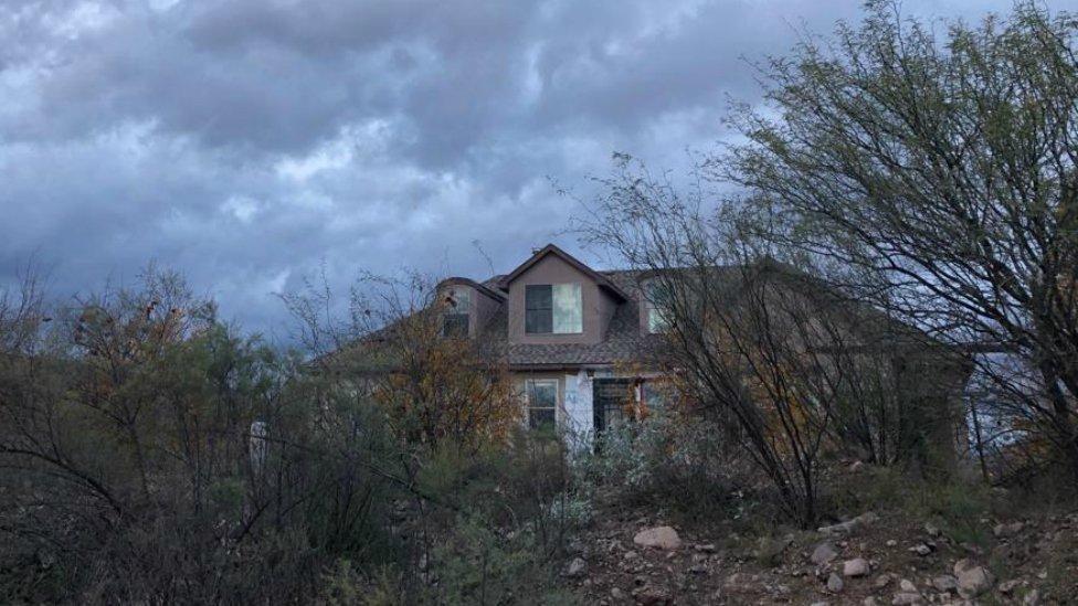 Abandoned house, La Mora