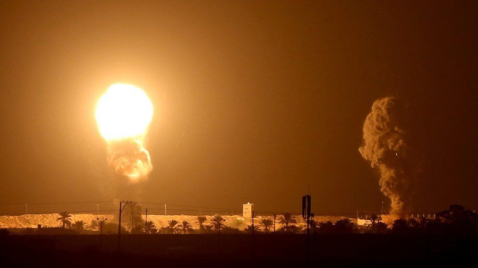 إطلاق صواريخ