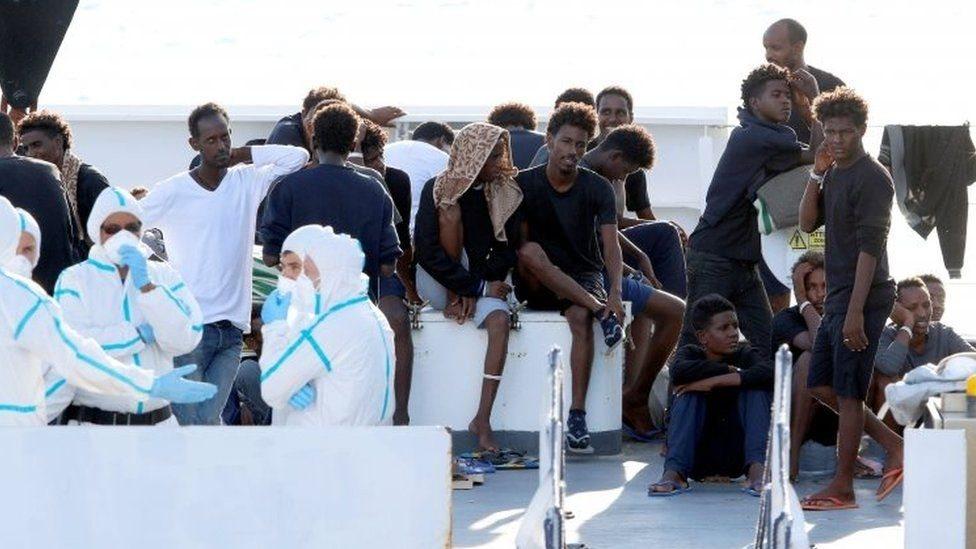 إيطاليا تمرر مشروع قانون صارم لمواجهة أزمة المهاجرين