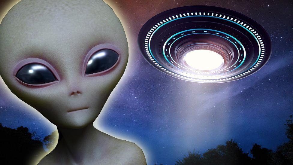 Ilustración de un extraterrestre y un ovni.