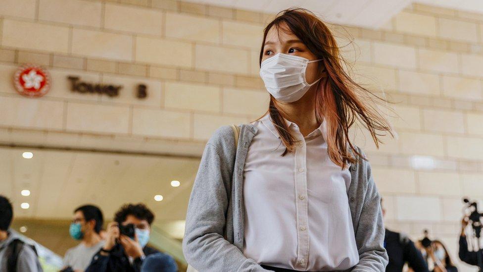 周庭在香港西九龍法院大樓外(23/11/2020)