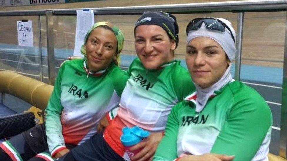 Išbel i druge članice iranskog ženskog biciklističkog tima