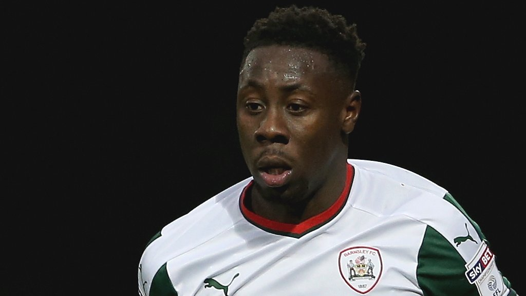 Andy Yiadom: Reading sign Barnsley full-back on free transfer