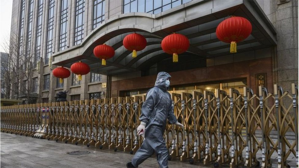 新冠疫情最早於中國武漢爆發,隨後擴散至全球。世界各地的華人和亞裔相繼因為被種族歧遭受至辱罵和毆打出現在新聞頭條。