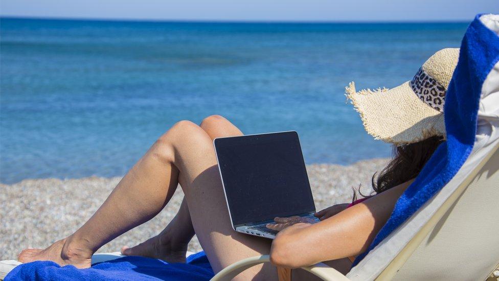 Работа из дома: за и против. Кто, зачем и когда вернется в офисы?