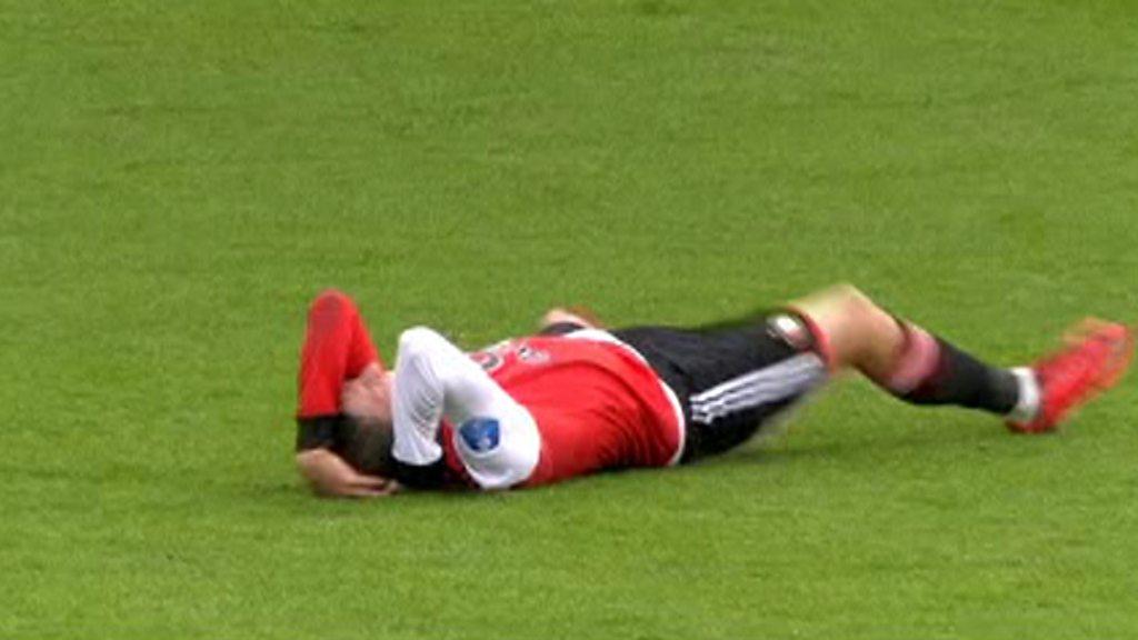 Watch: Feyenoord winger Steven Berghuis' dramatic dive