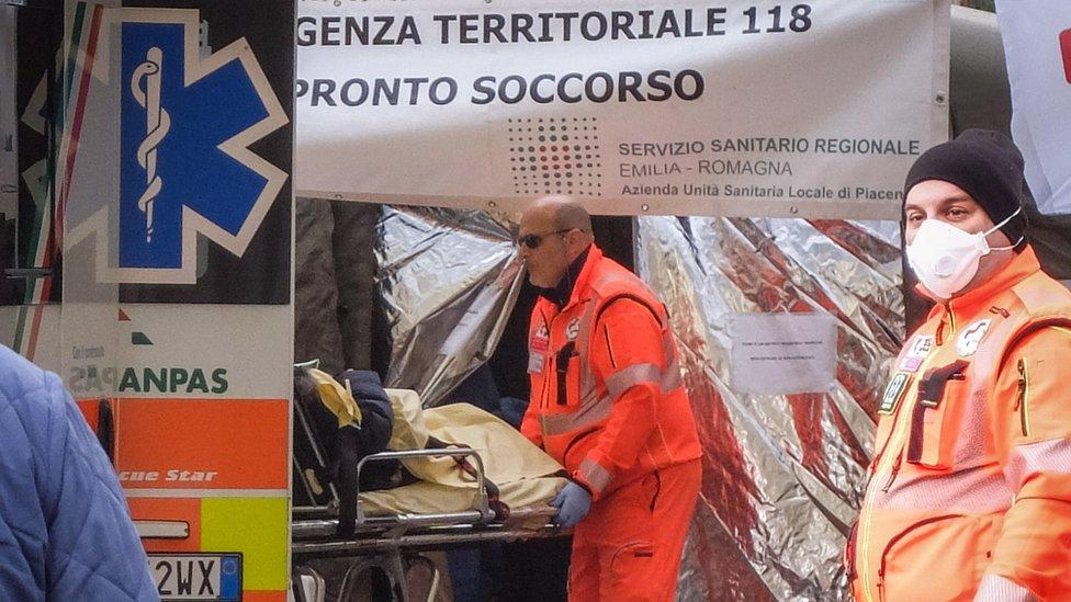 فريق رعاية صحية في إيطاليا