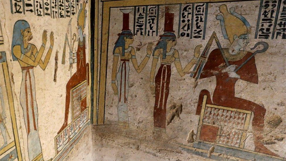 صور على جدران المقبرة توضح أنها كانت استراحة لأحد كبار المسؤولين في مصر القديمة وزوجته
