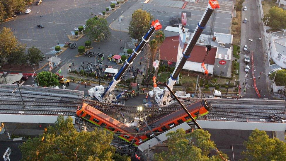Vista aérea del lugar del colapso del metro de Ciudad de México
