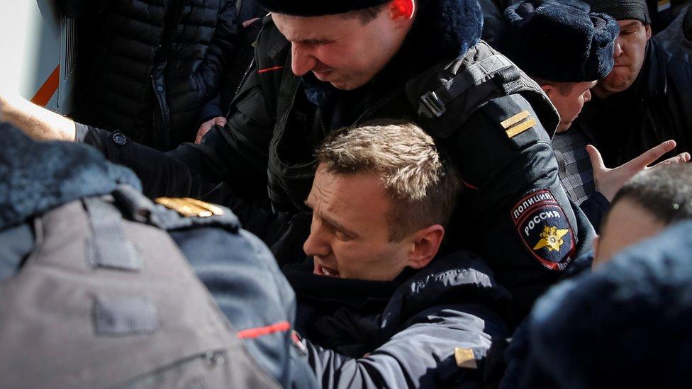 Rusiyada müxalifət lideri Aleksey Navalnı həbs edilib - BBC News Azərbaycanca