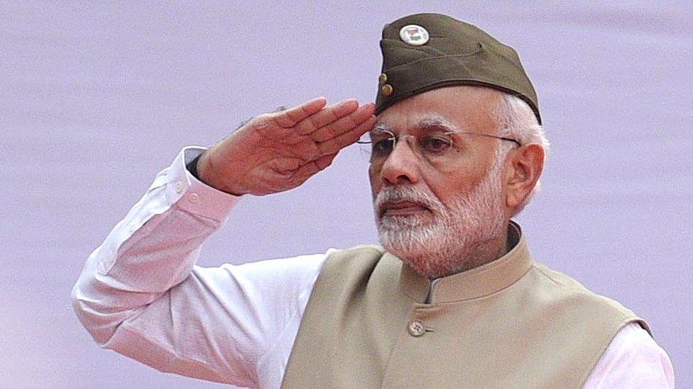 नज़रिया: आज़ाद हिन्द की टोपी पहन, कांग्रेस पर वार कर गए पीएम मोदी