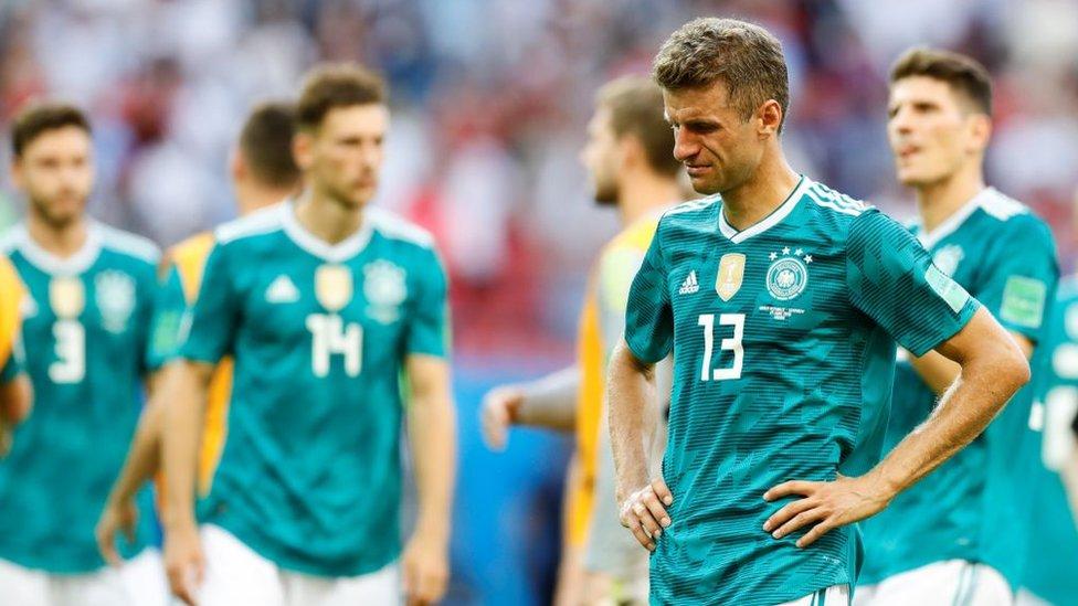 Muller llora la eliminación de Alemania en la primera fase.