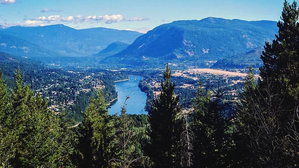 La región montañosa de West Kootenay Columbia Británica