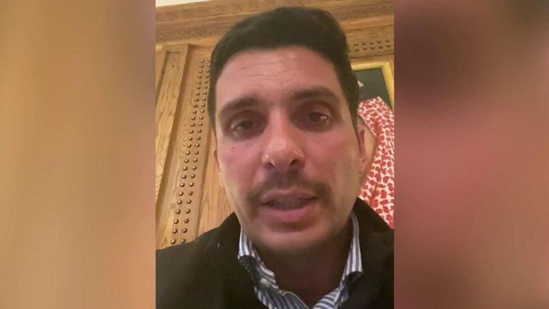 الأمير حمزة كما ظهر في مقطع الفيديو الذي سلم لبي بي سي