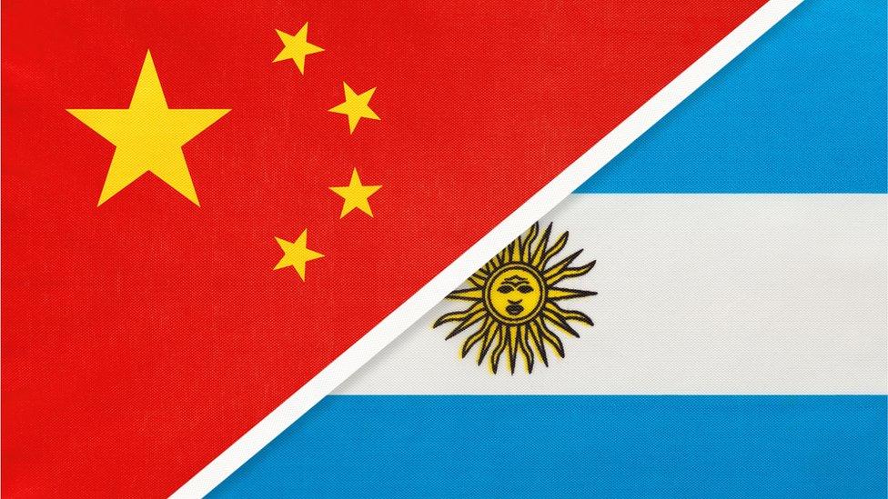 Bandeiras da China e da Argentina