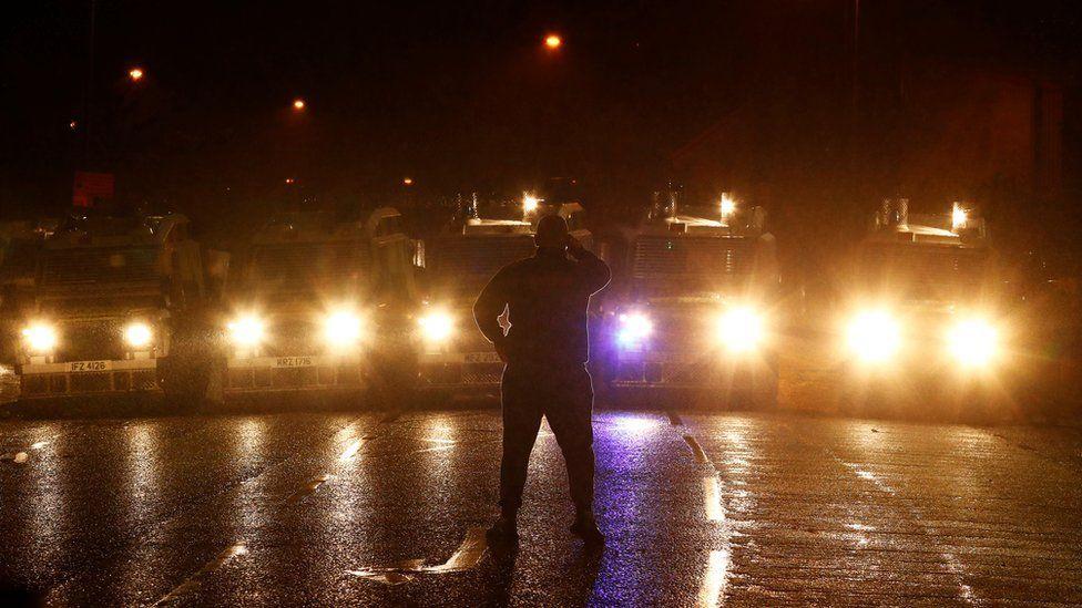 Göstericiler polise molotof kokteyli ve taş attılar