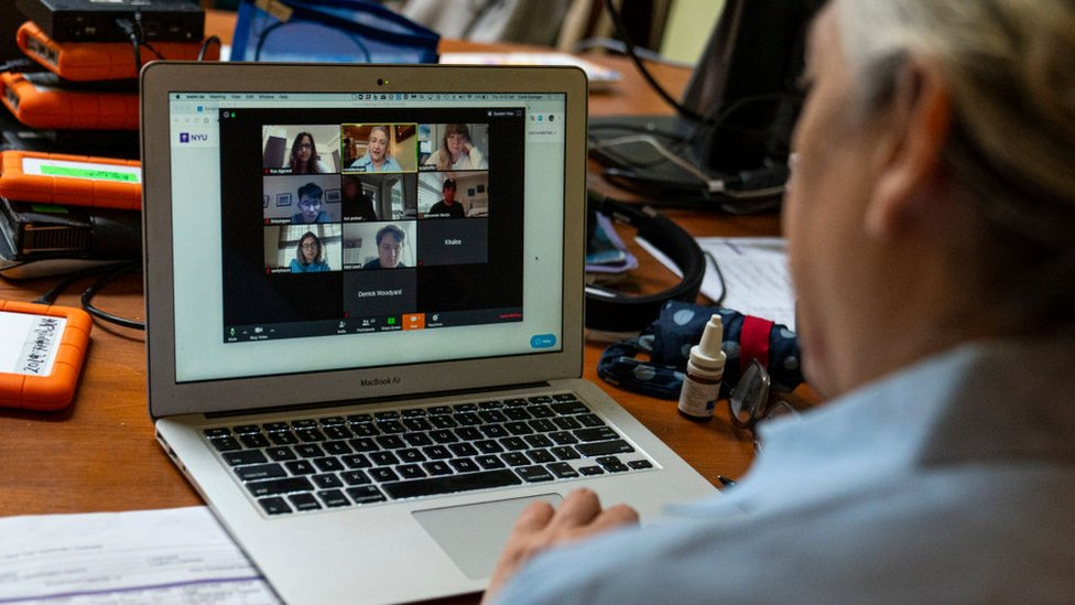 Aulas na pandemia: 4 problemas do ensino online apontados pelo professor que anunciou sua desistência ao vivo para alunos