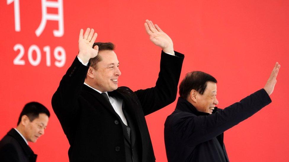 Elon Musk y el alcalde de Shanghái, Ying Yong