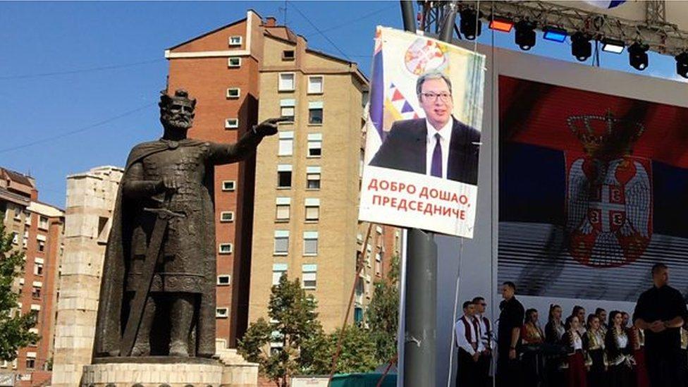 """Bilbordi """"dobrodošao predsedniče"""" kojima su Srbi sa severa Kosova dočekali predsednika Vučića u septembru 2018. godine"""