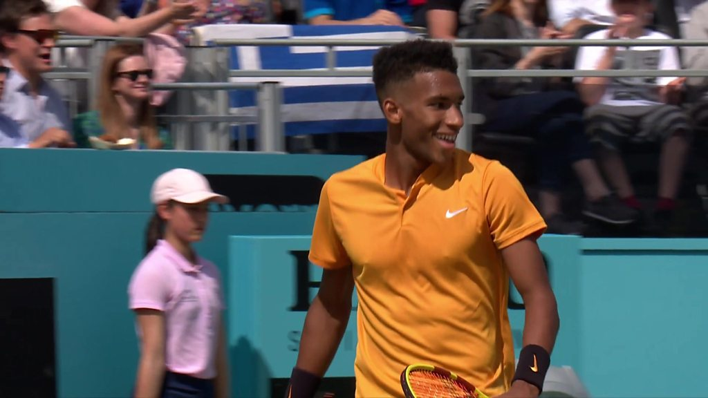 Queen's: 'Best shot of the match' - Auger-Aliassime beats Tsitsipas in style