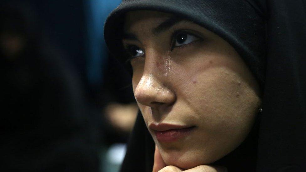 इराक़ के सुन्नियों का रुख़ अमरीका को लेकर क्यों पलट गया