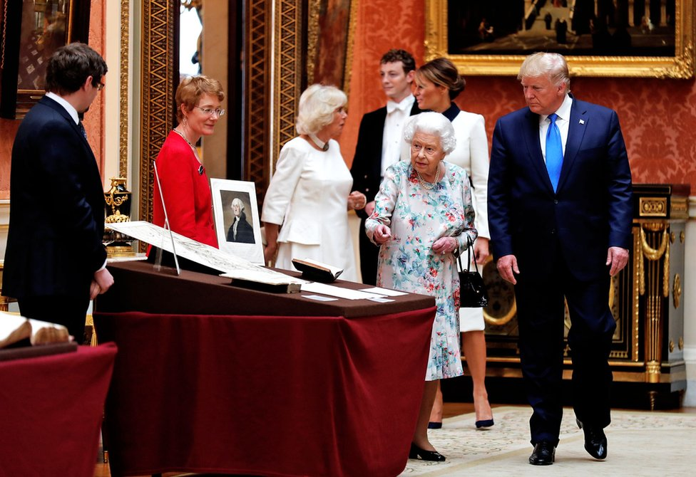 Queen Elizabeth shows Mr Trump items on display