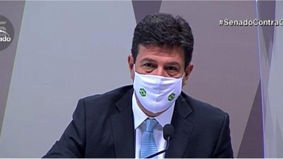 O ministro Luiz Henrique Mandetta presta depoimento à CPI