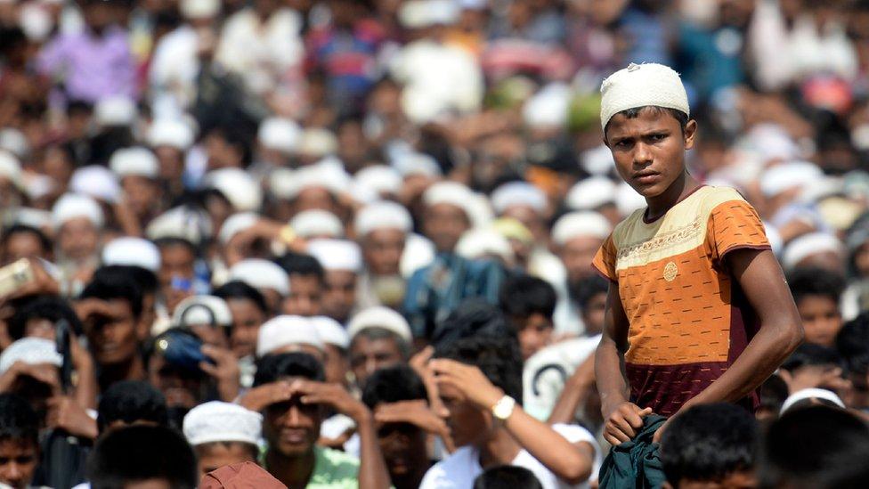 Puluhan ribu pengungsi Rohingya menggelar demonstrasi di dalam kamp pengungsi mereka di Bangladesh, Minggu (25/08), tepat dua tahun sejak mereka mengungsi di negara itu.