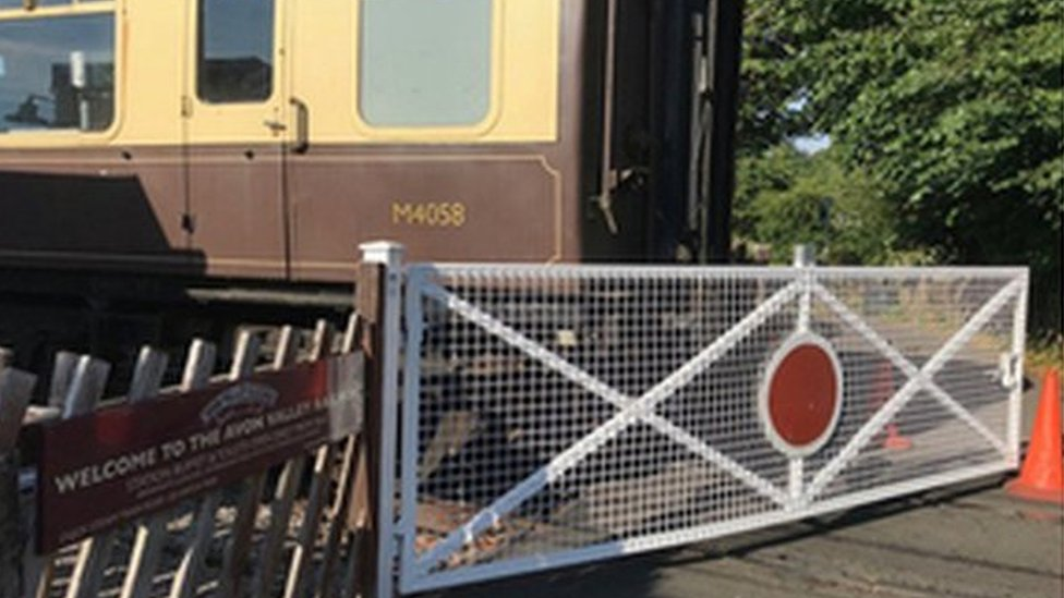 Avon Valley Railway carriages 'not secured', report finds