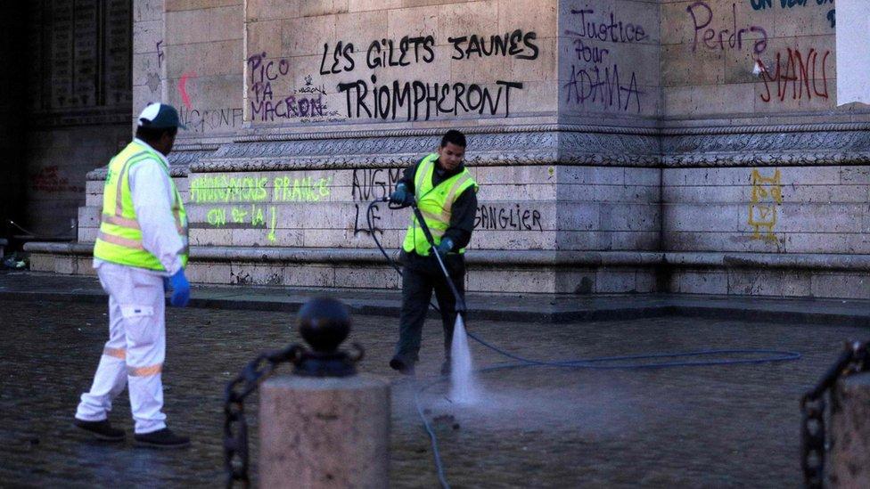 Grafit na kome piše - Žuti prsluci će pobediti