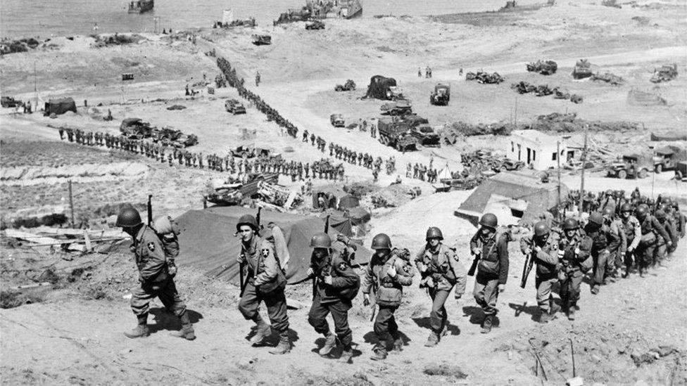 Američke trupe na Omaha plaži posle Dana D u Francuskoj, 1944.