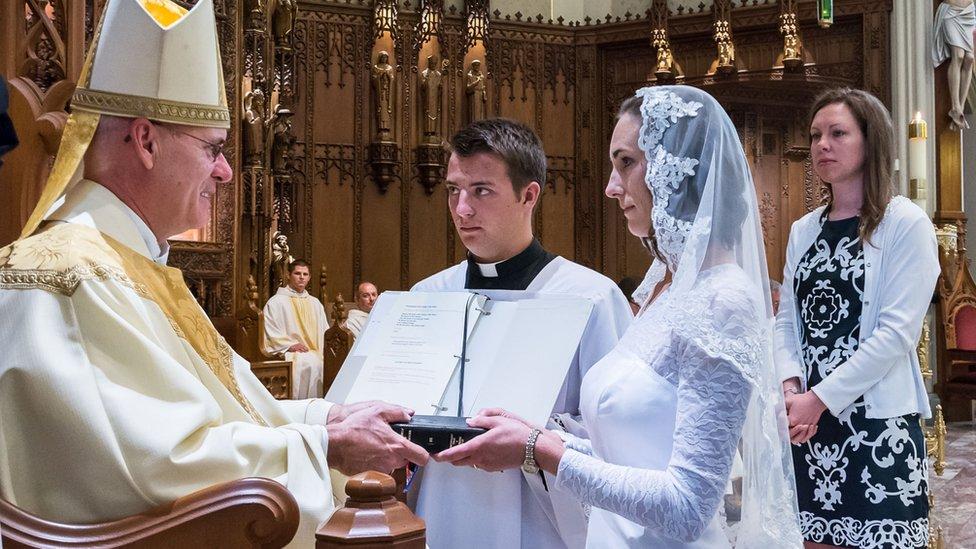 Consagración de Jessica Hayes. Fotografía de Today's Catholic/Joe Romie