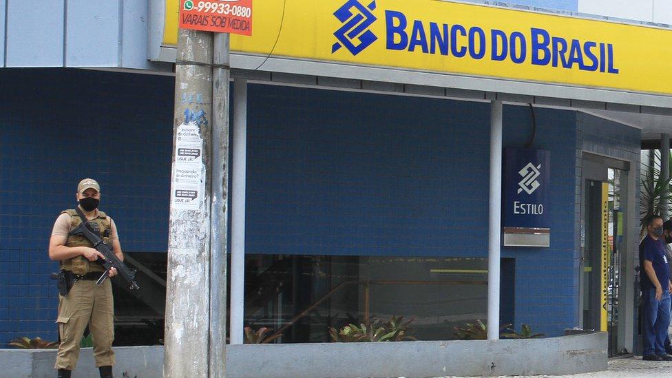 بینک آف برازیل کے لوٹنے کے واقعے کے بعد کی ایک فائل فوٹو