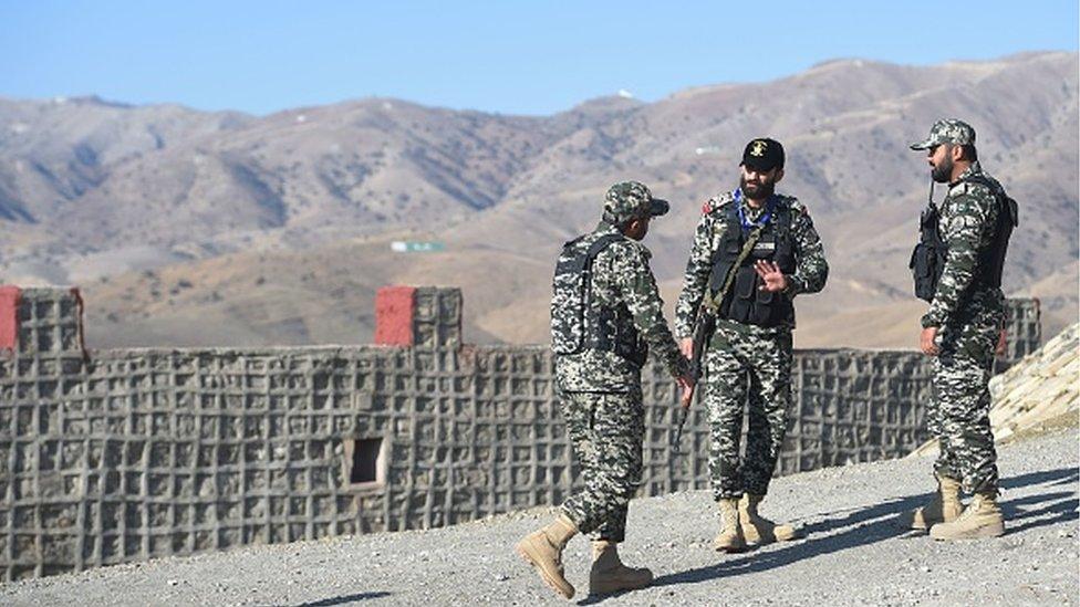 جنود في الجيش الباكستاني على الحدود في غلام خان