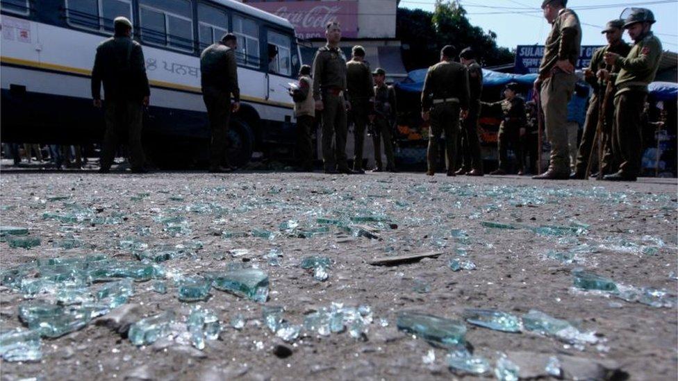 जम्मू में बस स्टैंड पर ग्रेनेड धमाका, 25 घायल
