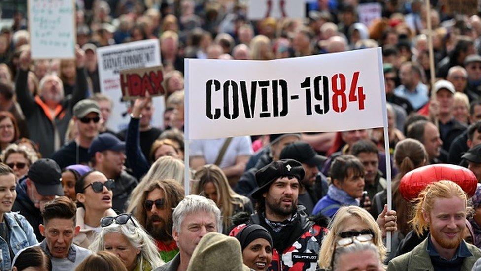 Manifestação contra medidas anticoronavírus em Londres